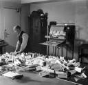 1948 - leštění fotografií